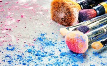 43464096-makeup-brushes-and-crushed-eyeshadow-copy-space